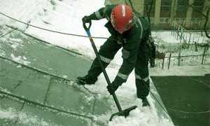 Очистка кровли от снега: уборка и чистка крыши