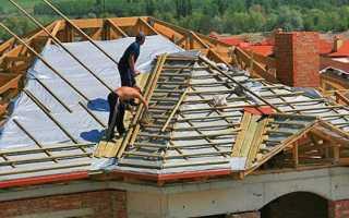Покрытие крыши дома: какое лучше, лист или дощечки?