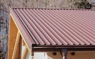 Как крепить профнастил на крыше саморезами к обрешетке и металлическим прогонам, видео и фото