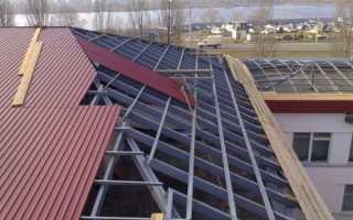 Как правильно крыть крышу профнастилом своими руками: шаг обрешетки и другие нюансы, видео и фото