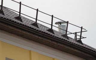 Кровельное ограждение для эксплуатируемой и скатной крыши металлическими перилами, фотографии и видео