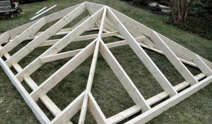 Сборка стропильной системы вальмовой крыши