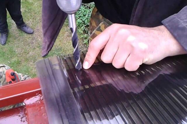 как правильно крепить поликарбонат к металлу