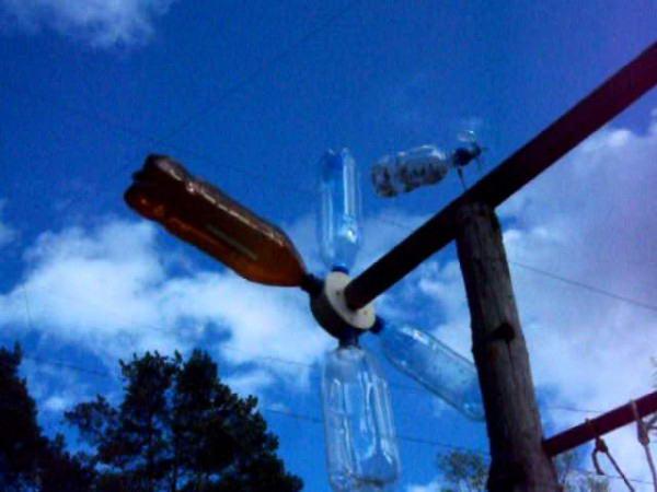 Ветряк из пластиковых бутылок, сделанный своими рукам