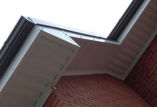 подшивка крыши металлопрофилем