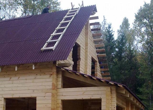крыша с кирпичным фронтоном