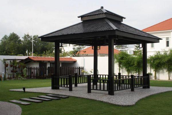 Беседка с крышей в японском стиле