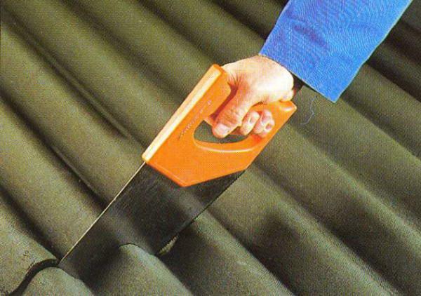 Распиливание листа шифера ножовкой по металлу