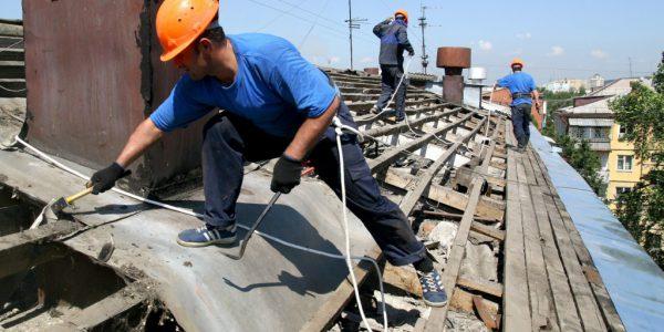 Демонтаж скатной крыши