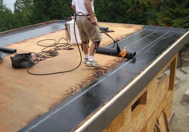 как стелить рубероид на крышу гаража