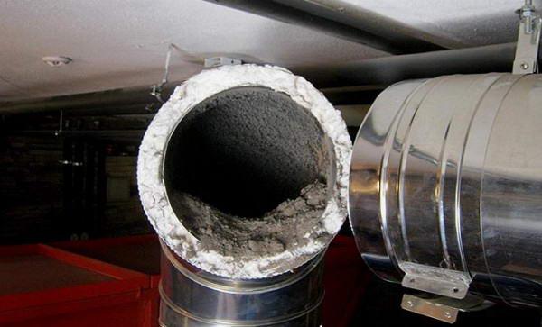 Металлическая дымоходная труба до чистки
