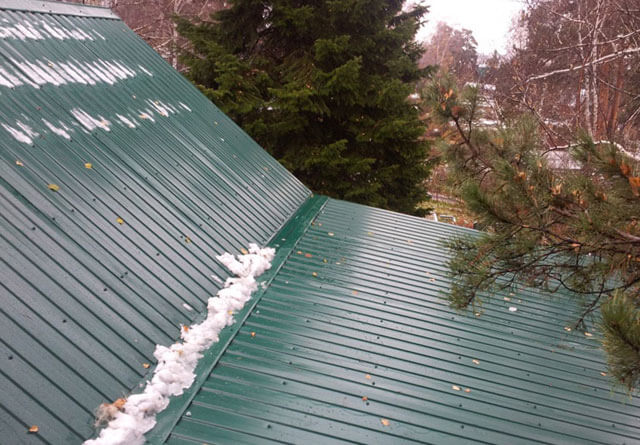 крыша из профнастила плюсы и минусы