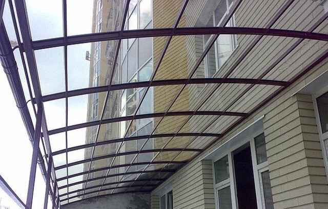 как выбрать поликарбонат для крыши