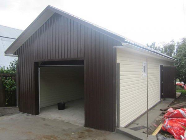 Облицовка гаража с помощью стенового профнастила