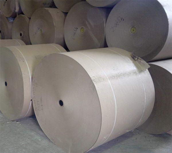 Кровельный картона в рулонах, используемый в производстве