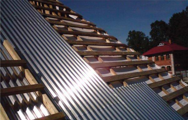 Монтаж металлического шифера на скат крыши