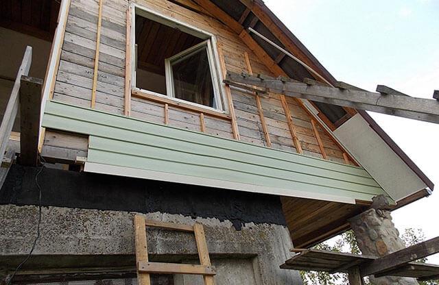 как подшить фронтон крыши сайдингом