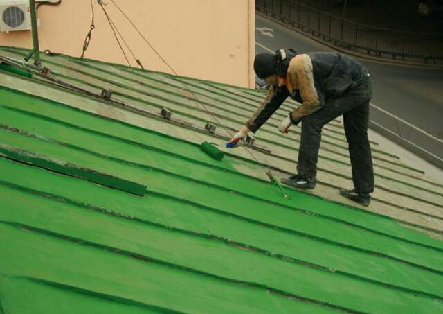чем покрасить металлическую крышу дома