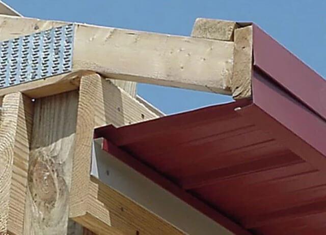 подшивка свесов крыши доской