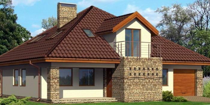 Дом с шатровой крышей