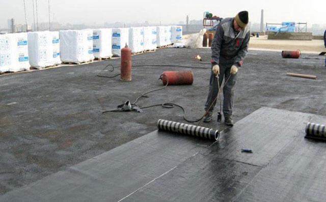 как постелить рубероид на крышу