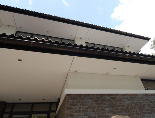 подшивка свесов крыши вагонкой