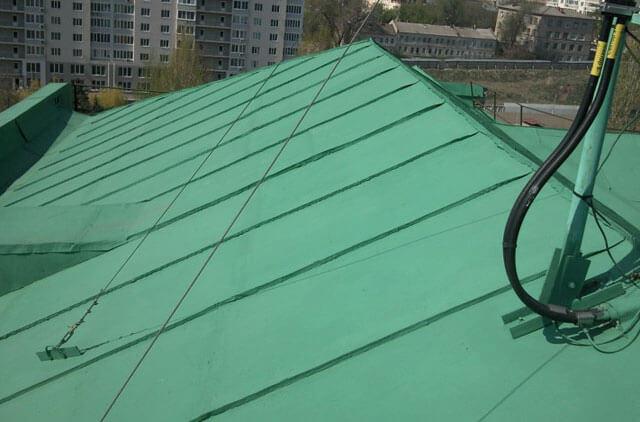 какой краской покрасить крышу из железа