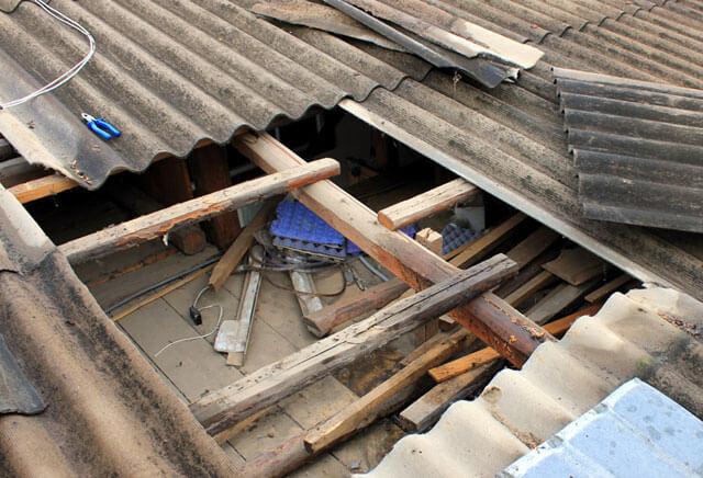 как залезть на крышу частного дома