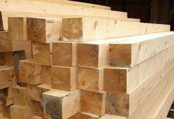 Брус следует выбирать из северных пород древесины – кедра, лиственницы или сосны.