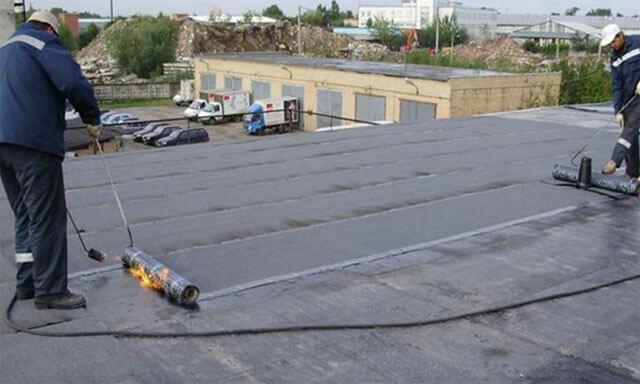 какой рубероид кладут на крышу