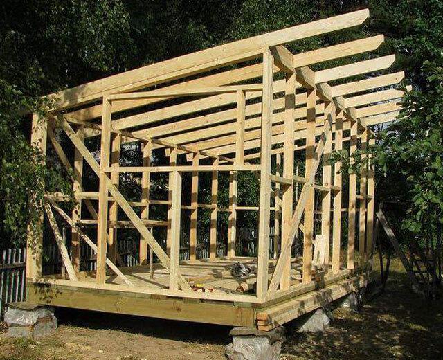 как построить односкатную крышу на бане