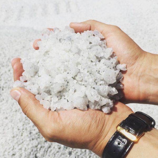 Добавление поваренной соли в небольших количествах повышает прочность состава