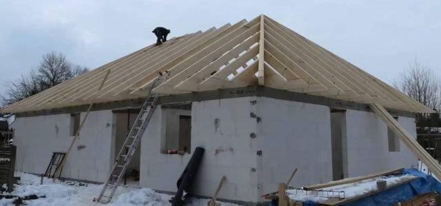 как рассчитать высоту четырехскатной крыши