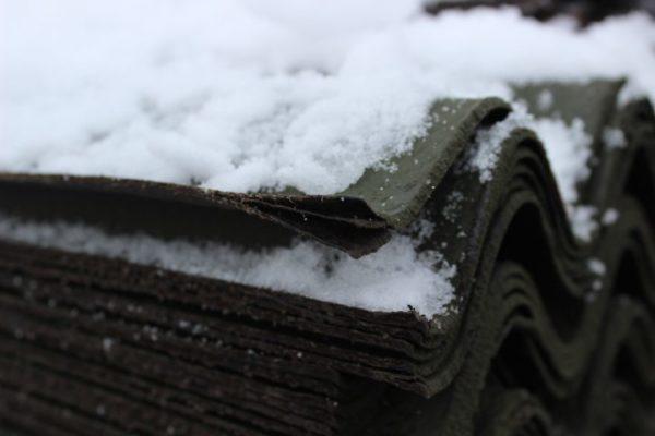 Еврошифер морозостоек и выдерживает до 25 циклов оттаивания и замораживания.