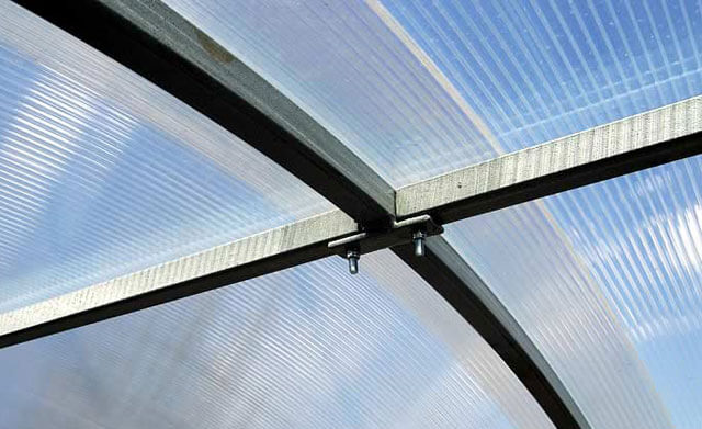 как прикрепить поликарбонат к металлу