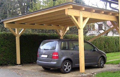 Как видно на фото, часто укрытия используют для защиты автомобиля.