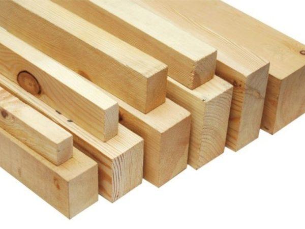 Надежная конструкция может получиться только из качественной строганной и сухой древесины.