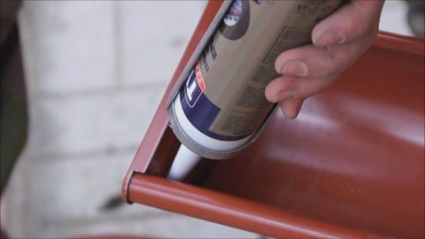 Нанесение герметика из тубы
