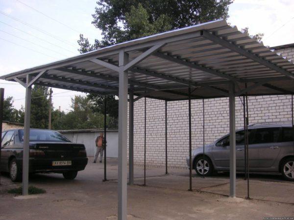 Навес, применённый в качестве укрытия автомобиля