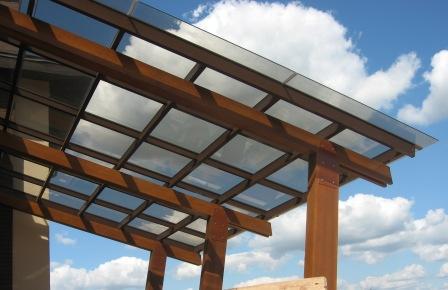 Обрабатываем пропитками и красим все деревянные детали фасадным покрытием для дерева.