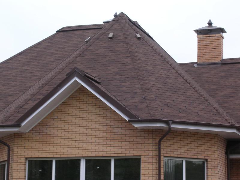 От кровельного материала зависит дизайн дома и долговечность крыши