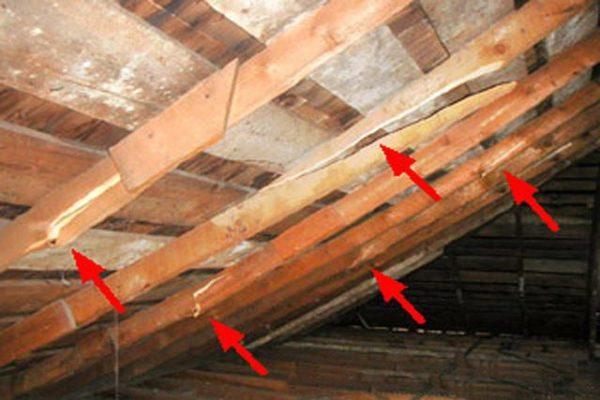 Поломанные детали конструкции необходимо отремонтировать