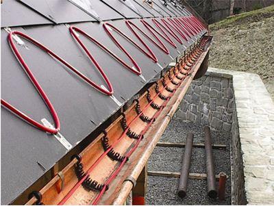 При большой ширине водостока или желоба простое решение - уложить кабель в две нитки.