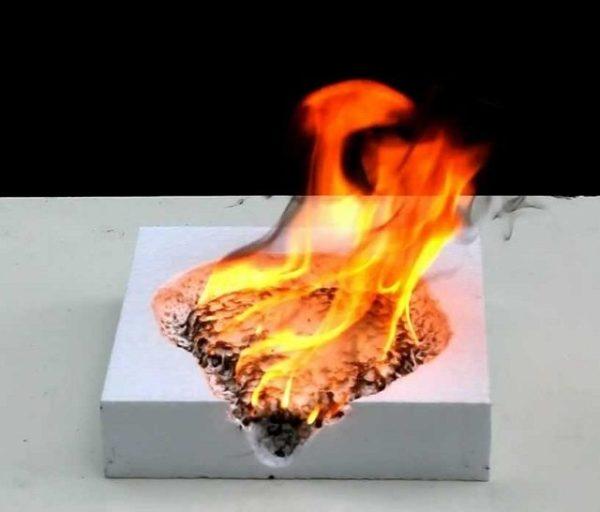 Простой пенопласт хорошо горит.