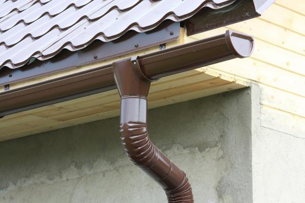 слив воды с крыши