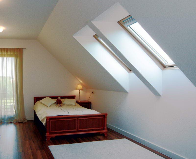 Ломаная крыша с мансардными окнами