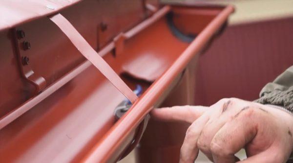 Усиление держателя металлической полосой
