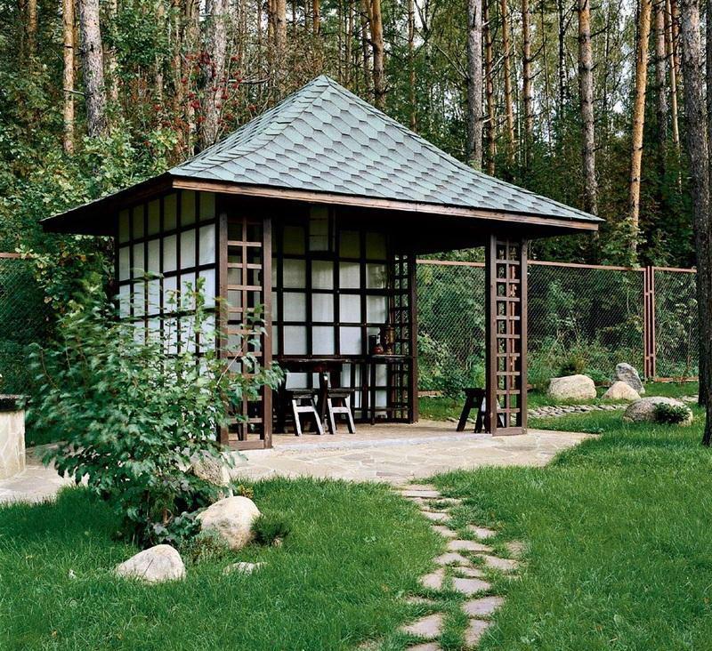 Беседка с четырехскатной шатровой крышей